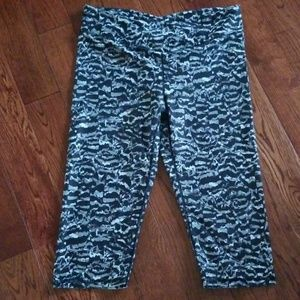 Fabletics cropped capri leggings sz M EUC